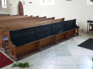 Verbrannte Kirchenbank